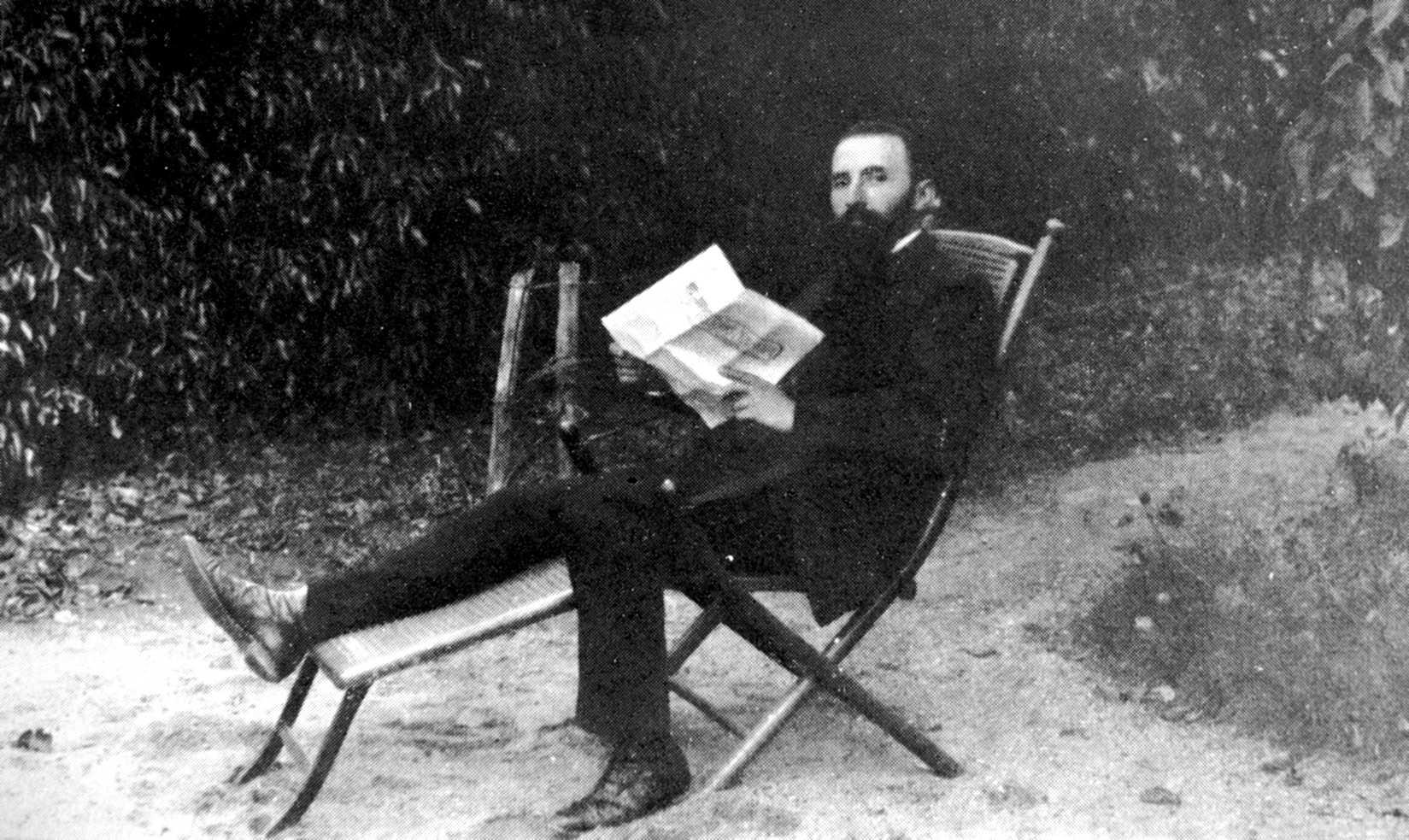 """Marc Pierrot llegint """"Le Temps Nouveaux"""""""