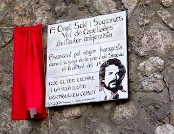 La placa d'homenatge a Oriol Solé Sugranyes (Foto: Pere Carol)