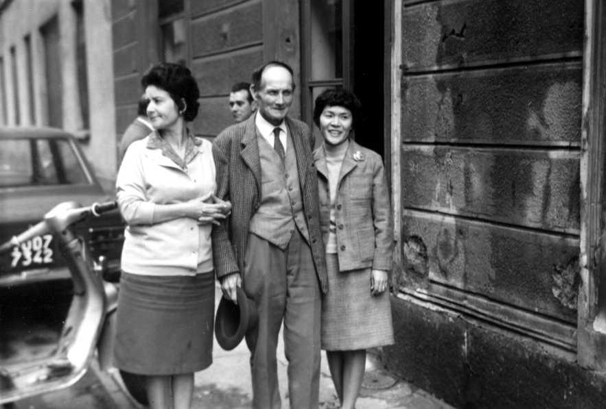 D'esquerra a dreta: Madeleine Beaulaton, Ludovic Pradier i Hirayama Fusako. Conferència Anarquista Internacional (Torí, 10 de novembre de 1970) [CIRA-Lausana]