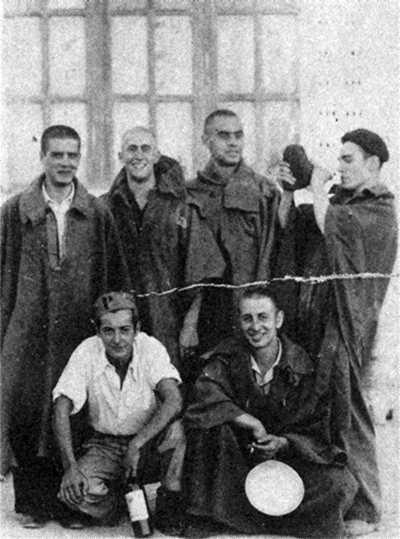 Grup de confederals de Vitòria al camp de concentració de Miranda de Ebro (agost de 1940). Abel Ramírez Romeo és el tercer per la dreta dels aixecats
