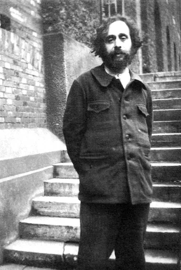 Pierre-Jules Ruff al pati de la secció política de la presó de la Santé (ca. 1930)
