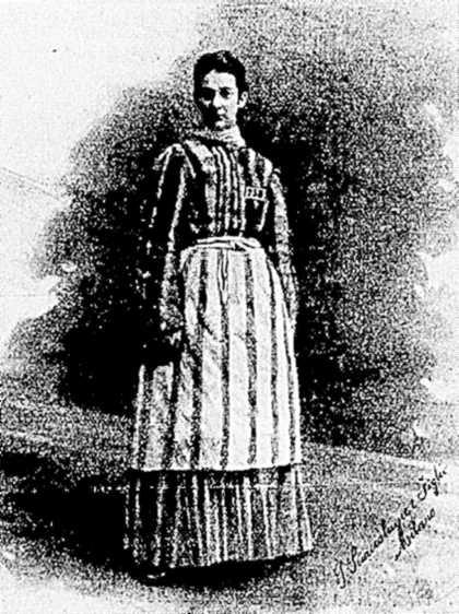 Maria Rygier amb el seu vestit de presa
