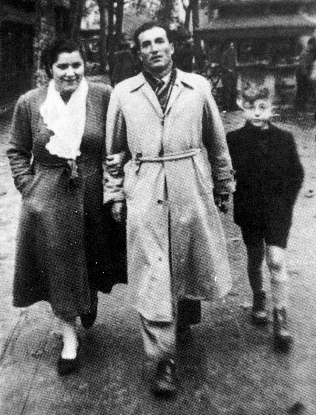 Cèsar Saborit Carrelero, sa companya, Magdalena Roig, i son fill Cèsar (Tolosa de Llenguadoc, 1951)