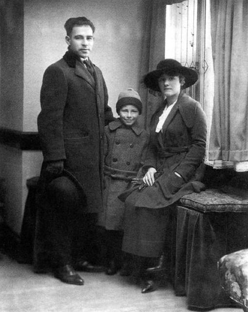 Nicola Sacco, sa companya Rosina Zambelli i son fill Dante (ca. 1920)