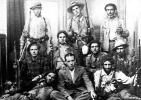 Saïl Mohamed (assegut a primera fila al centre) amb altres companys de la Columna Durruti
