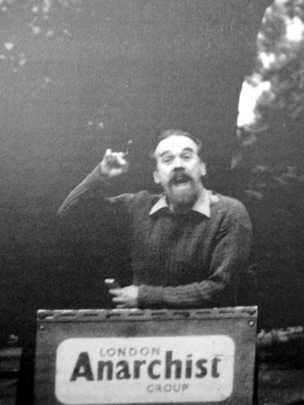 Philip Sansom parlant al Marble Arch de Londres (1954)