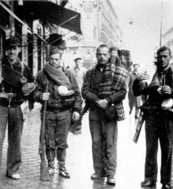 Voluntaris al front (1936). D'esquerra a dreta: Josep Ester, Emili Vilardaga, ? i Ramon Sant Mas
