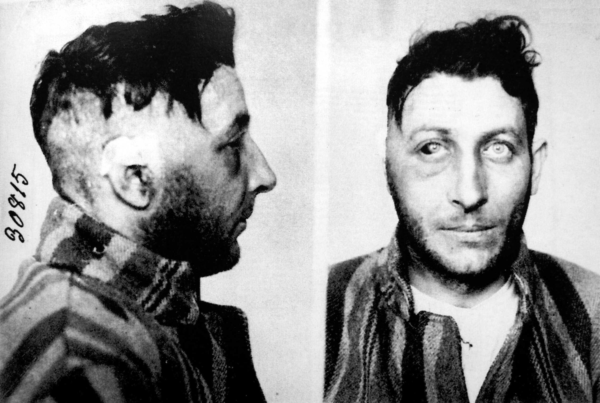 Michele Schirru en un foto policíaca amb la cara deformada arran de l'operació quirúrgica patida a conseqüència de la seva temptativa de suïcidi després de la seva detenció el 3 de febrer de 1931