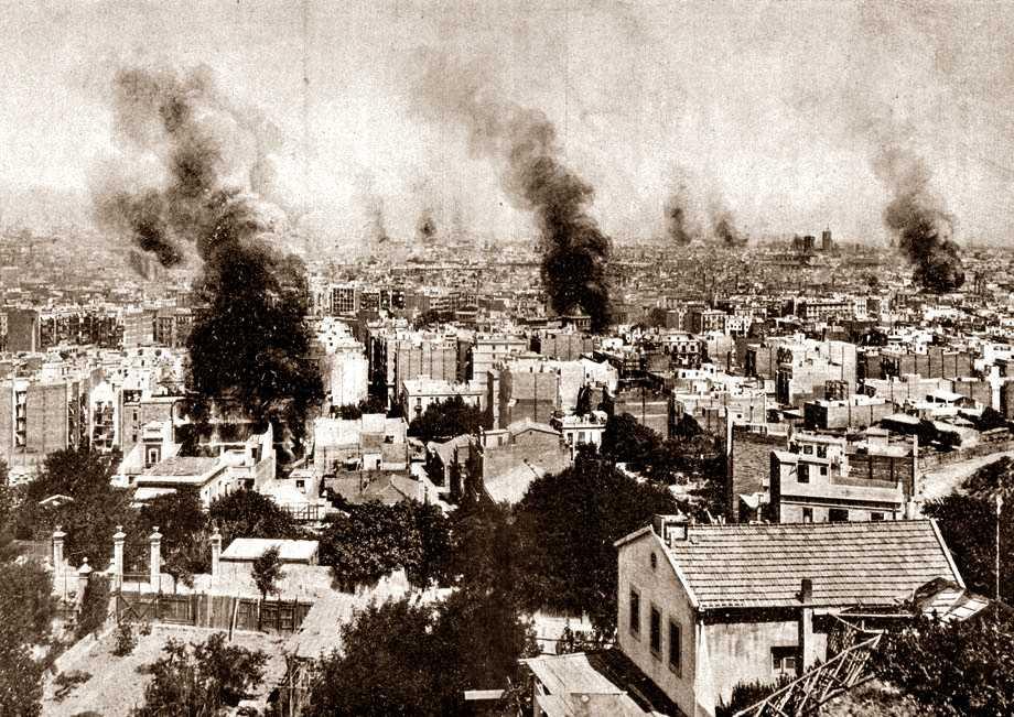 """La imatge més coneguda de la Setmana Tràgica: la crema d'edificis religiosos a Barcelona (Foto de Castellà publicada en """"La Actualidad"""" del 28 d'agost de 1909)"""