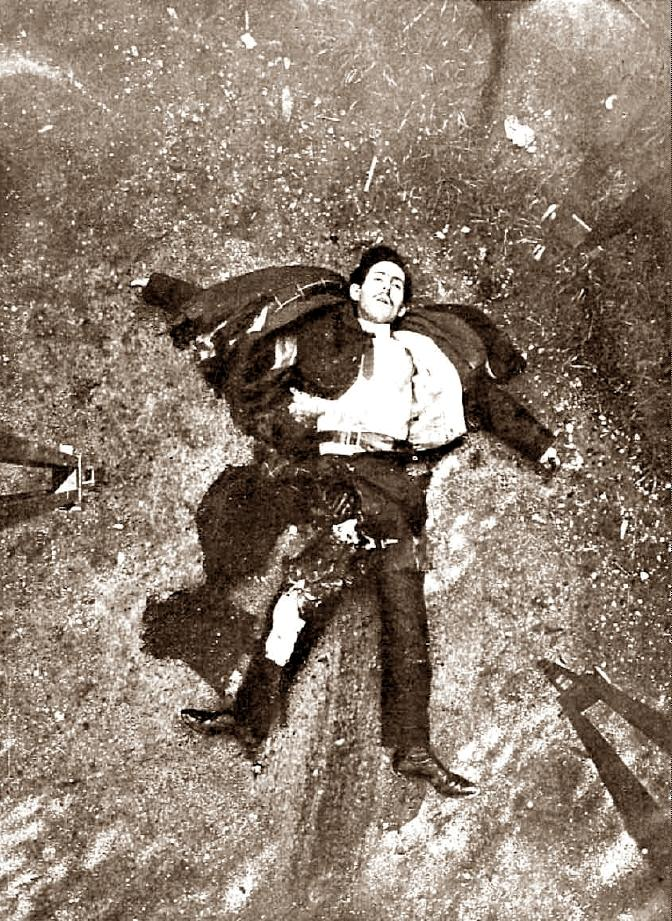 El cadáver de Vladimir Striga al lugar de la explosión