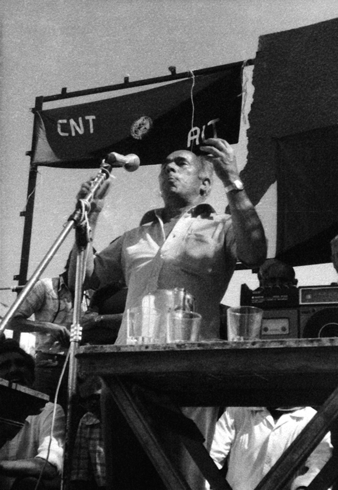 Antonio Vargas Rivas en un mitin de la CNT en Dos Hermanas (1977)