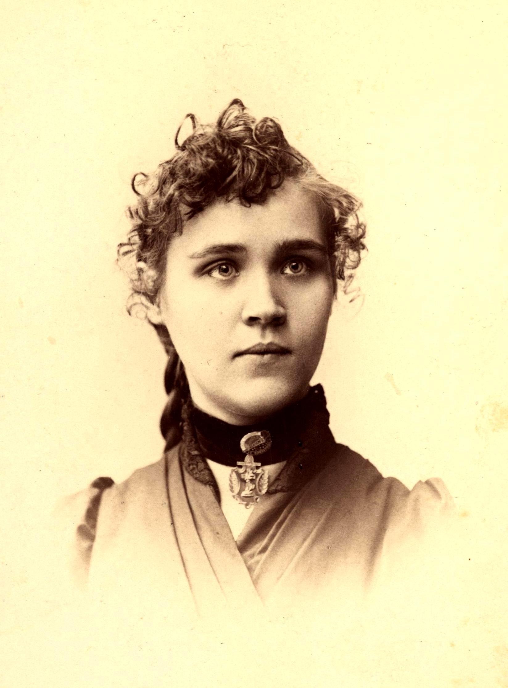 Voltairine de Cleyre fotografiada per Kuebler (Filadèlfia, 1891)
