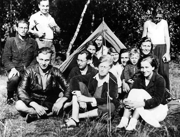 Kurt Wafner (al centre assegut amb ulleres) i altres companys (1935)