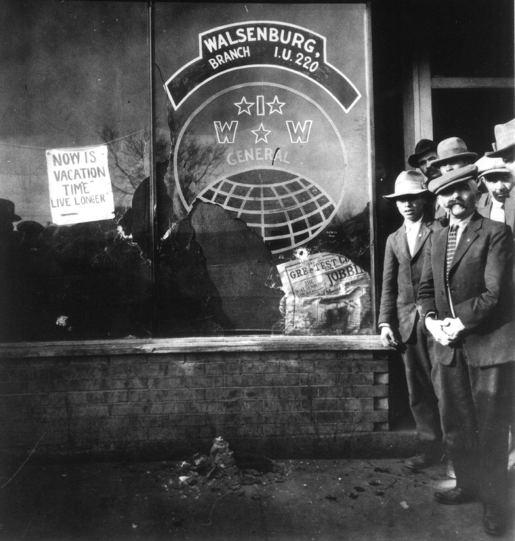 La seu dels IWW de Walsenburg després de l'atac