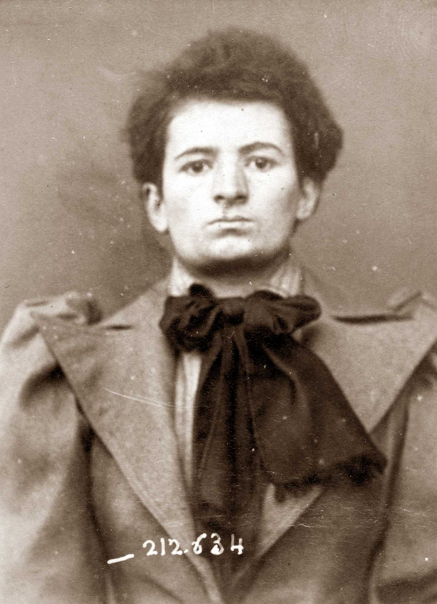 Fotografia policíaca de Jeanne Adnet (8 de gener de 1894)
