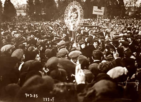 Seguici-manifestació amb les cendres d'Albert Aernoult (París, 11 de febrer de 1912)