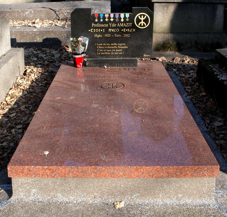 Tomba d'Idir Amazit al cementiri parisenc de Père-Lachaise