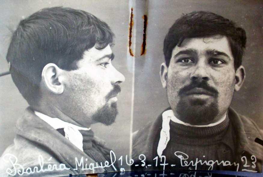 Foto antropomètrica de Mique Barberà Solà (16 de març de 1917)
