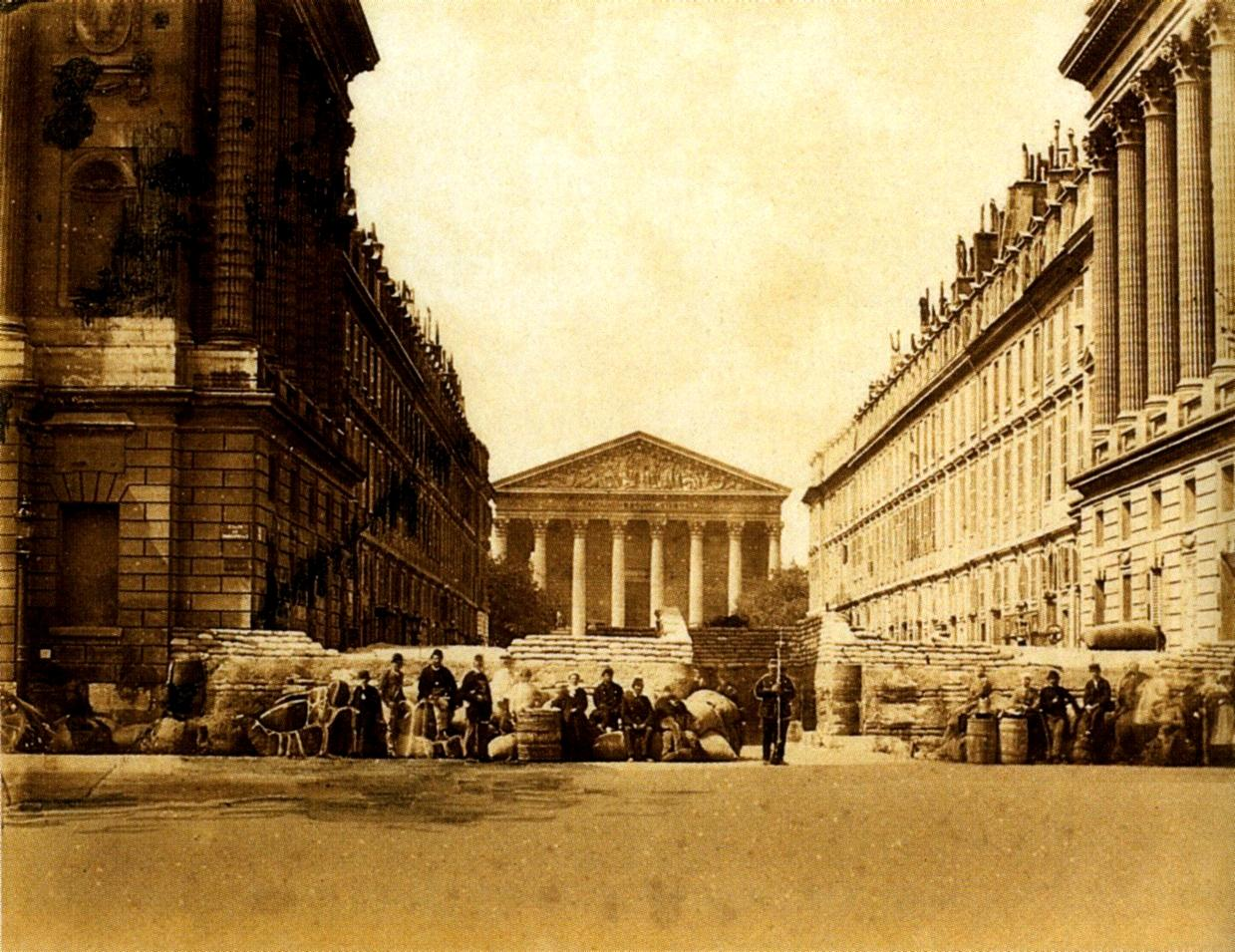 Barricada davant de l'església de la Madeleine