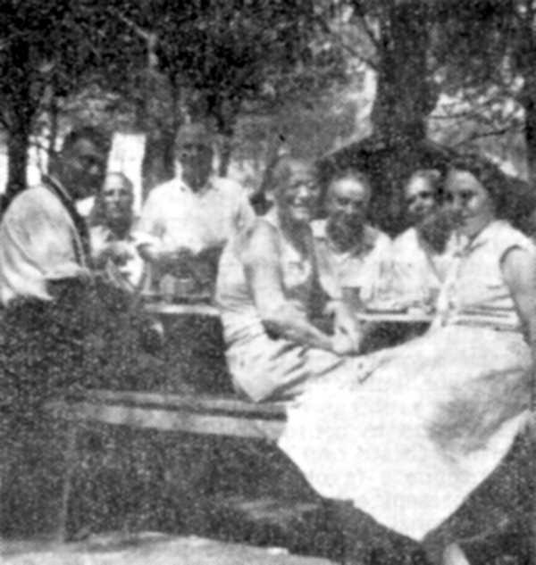 Otello Bellini (primer per l'esquerra) i altres companys durant una excursió a Marina di Cecina l'estiu de 1954