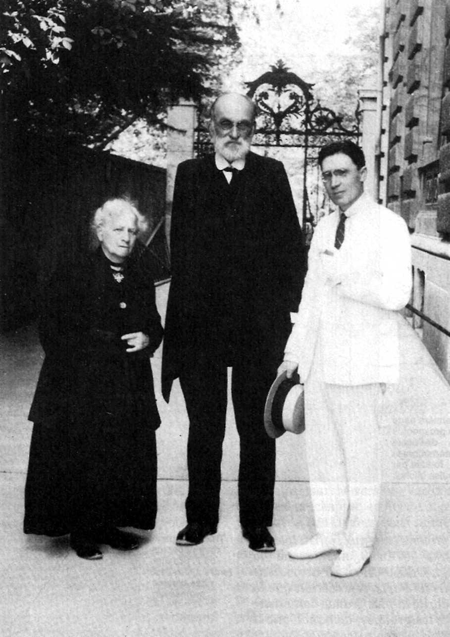 Victorine Broch, un mes antes de su muerte con 82 años, Gustave Broch con 71 años y el socialista revolucionario ruso Hilarion Remezov