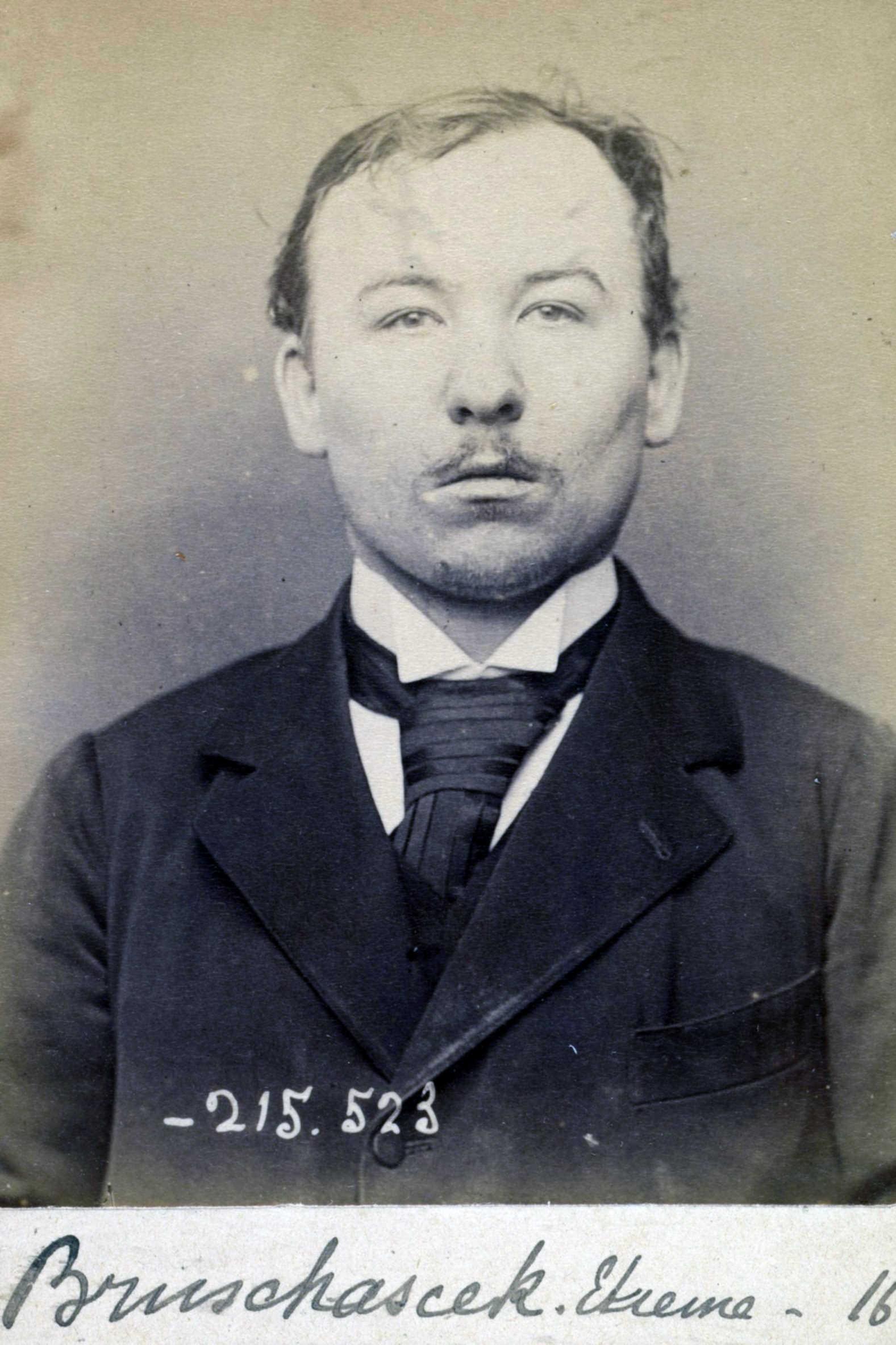 Foto policíaca d'Étienne Bruchacsek (11 de març de 1894)