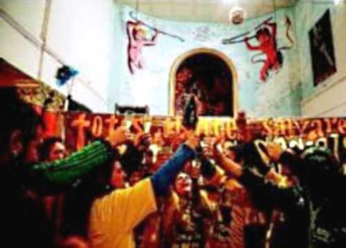 Membres de grups instal·lats a Can Vies celebren la decisió judicial d'ahir