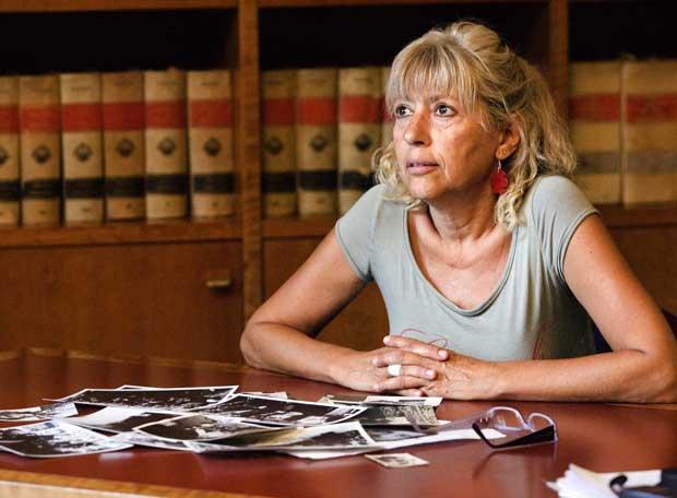 Carmen, una de les germanes de Salvador Puig Antich, al despatx del seu advocat a Barcelona