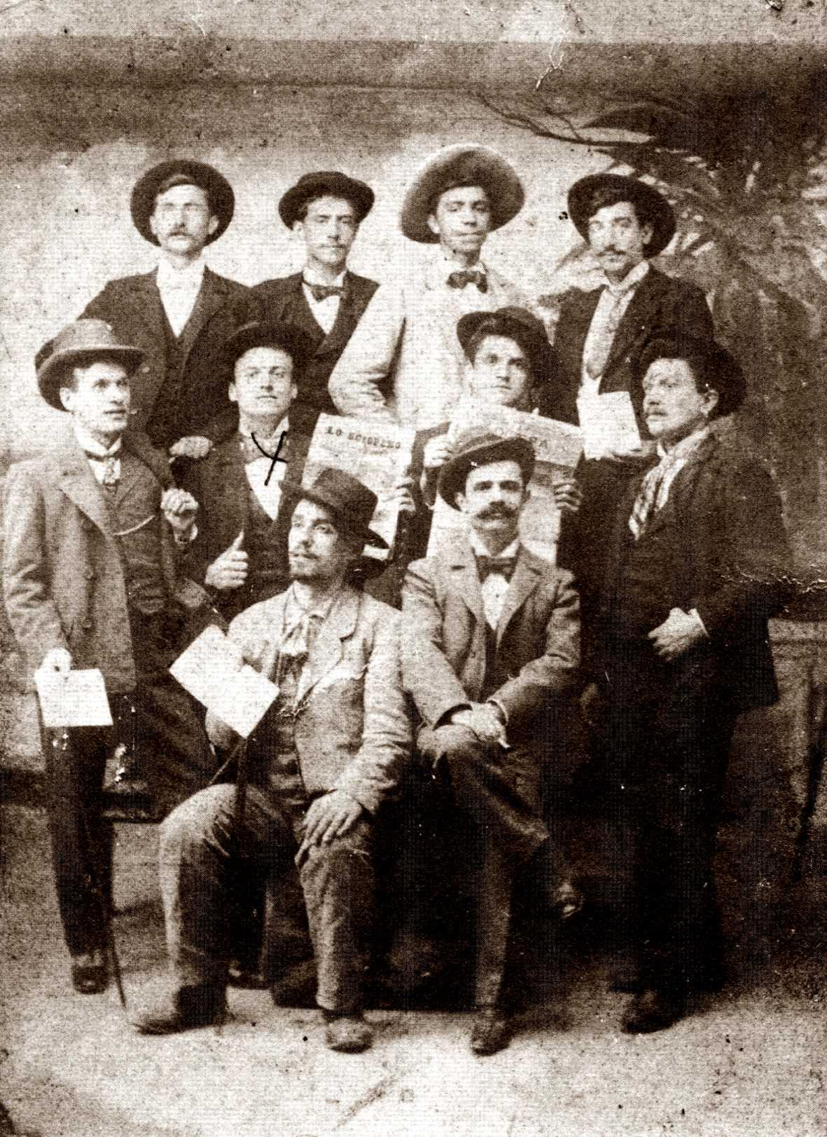 Vincenzo Castellari, en segona fila marcat amb una creu, amb altres companys