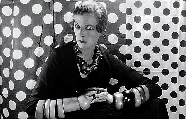 Nancy Cunard, fotografiada per Cecil Beaton (1929)