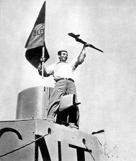 Confederal victoriós davant la Caserna del Bruc a Pedralbes (Barcelona, 19 de juliol de 1936)