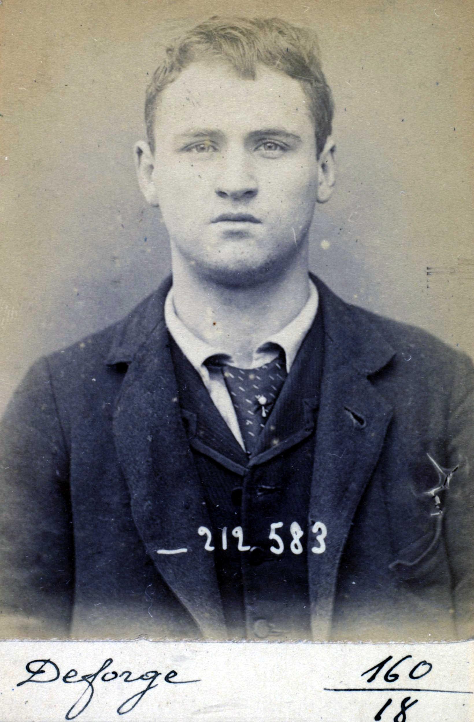 Fotografia policíaca d'Henri Deforge (6 de gener de 1894)