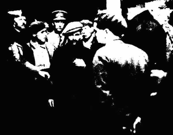 """Detenció de Miquel Bueno Gil i altres companys a Berga després de la insurrecció de gener de 1932. Fotografia de Casals publicada en el diar barceloní """"La Vanguardia"""" del 27 de gener de 1932"""