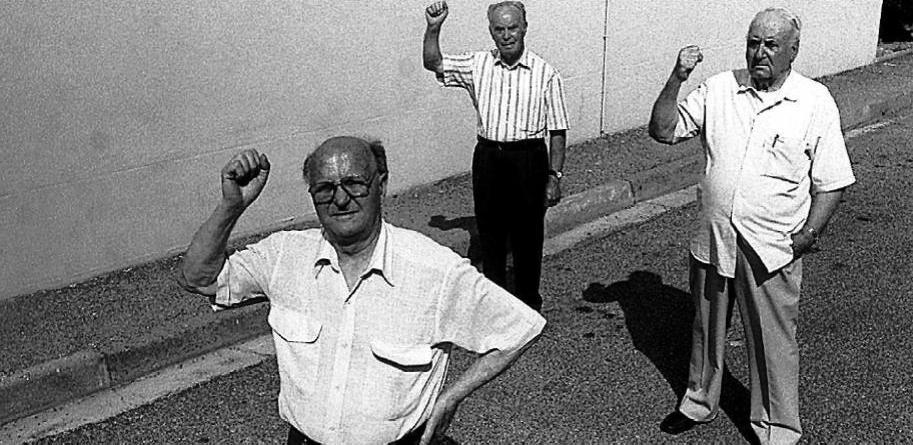 Joan Sans i Sicart, a la dreta, amb dos companys, fotografiats a Tolosa