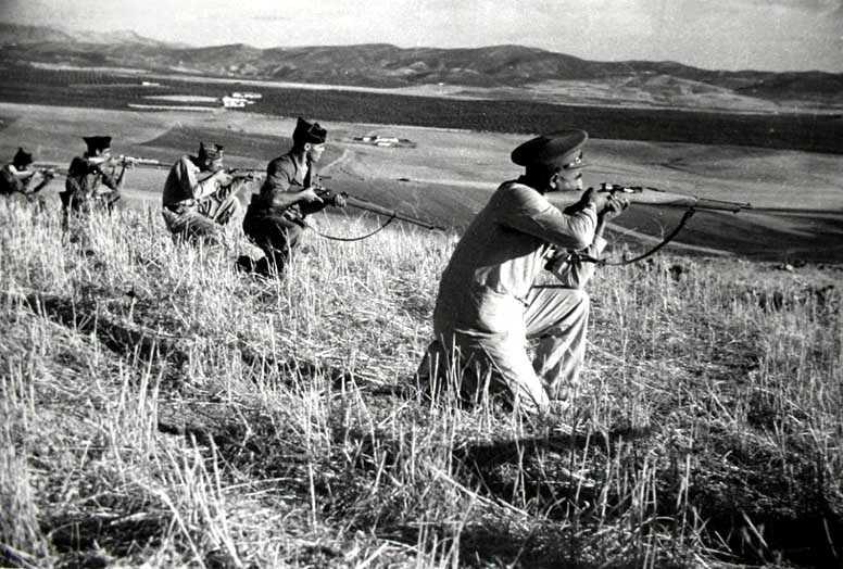 Milicians de la Columna Alcoiana a Espejo fotografiats per Robert Capa (setembre de 1936)