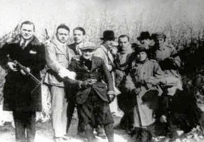 """Escuadra de Acción fascista en una """"expedición punitiva"""""""