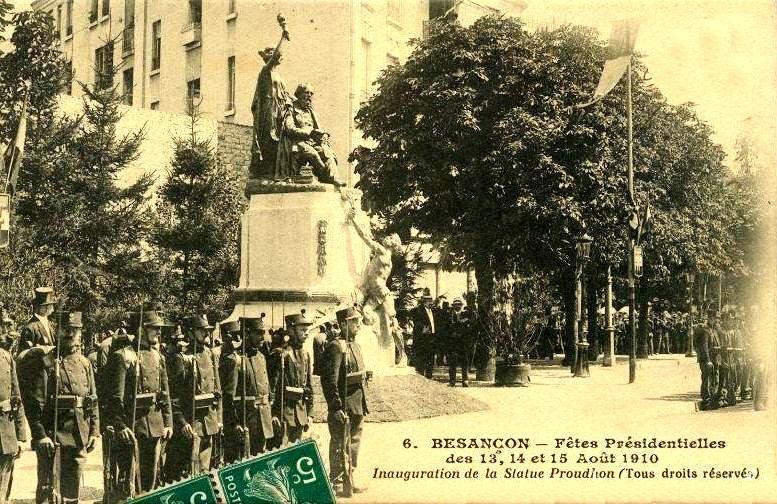 La inauguració de l'estàtua de Proudhon segons una postal commemorativa