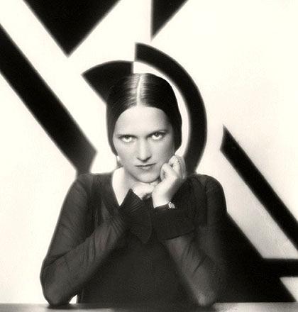 Ethel Mannin fotografiada por Paul Tanqueray (1930)