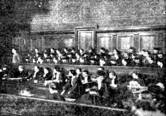 La «Banda de Luxemburg» en la primera audiència del seu judici (París, 8 de juliol de 1907)