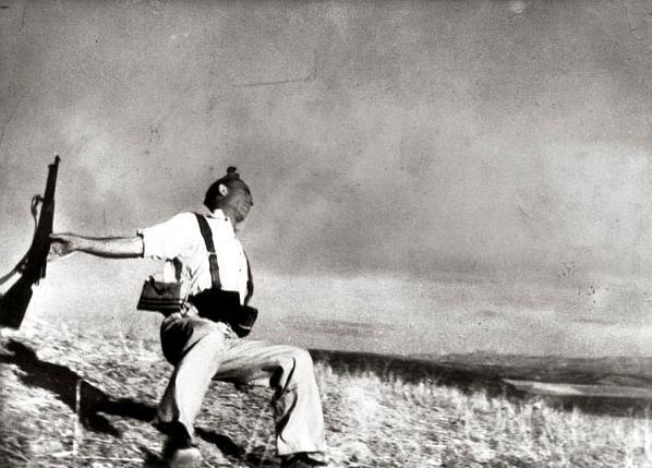 La mort (fictícia o real) de Federico Borrell fotografiada per Robert Capa