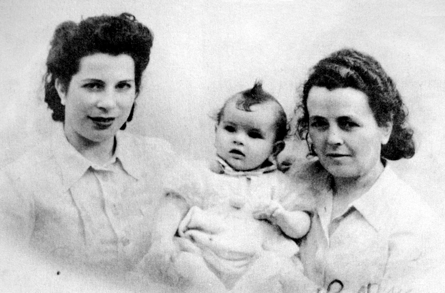 Felisa de Castro (dreta), amb Concha Liaño Gil i sa filla Mouchina (Bordeus, 1943)
