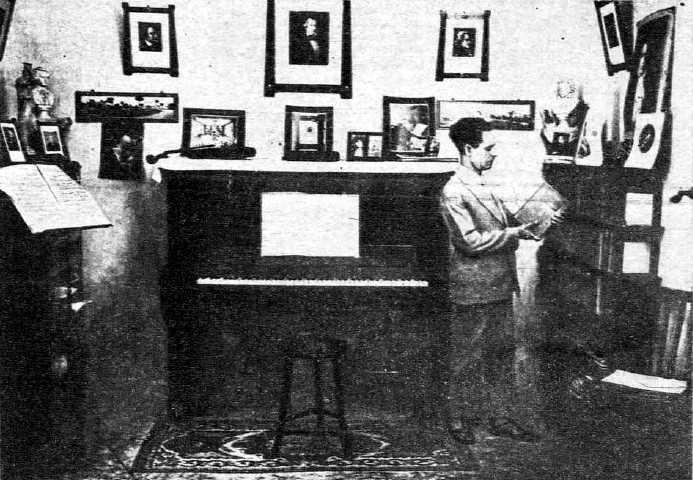 """Antonio Martínez Abellán (""""Fieldman"""") al seu estudi (1938)"""
