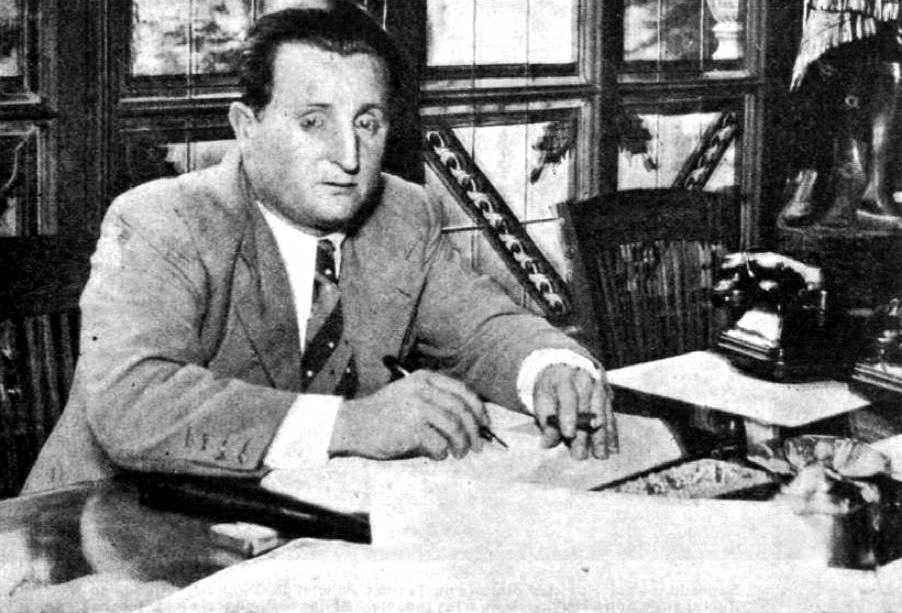 Josep Filló Sarrató al seu despatx de la Conselleria de Serveis Públics (1937)