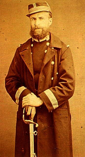 Gustave Flourens amb l'uniforme de la Guàrdia Nacional de la Comuna (fotografia d'Eugène Thiébault)