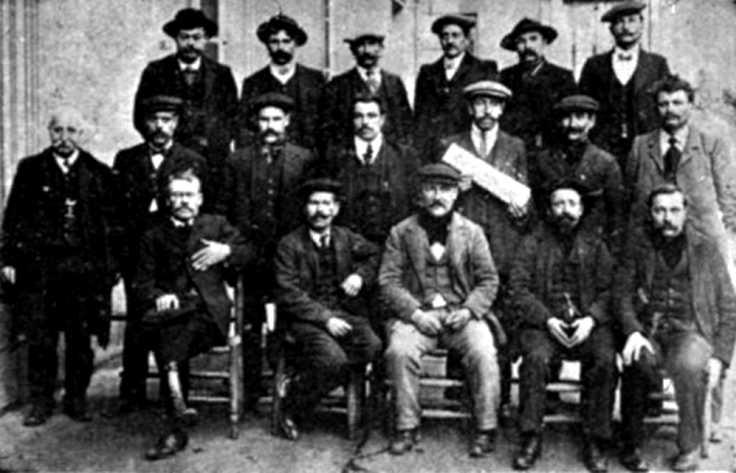 Olivier Georget (primer per l'esquerra) amb altres delegats de la regió de l'Oest en el congrés de l'FNTS celebrat entre el 5 i el 6 de febrer de 1912