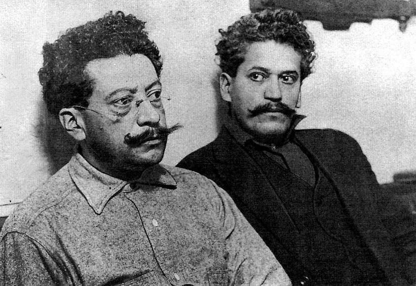Els germans Ricardo (esquerra) i Enrique Flores Magón (dreta) presos a Los Ángeles (Califòrnia, EUA), en 1917