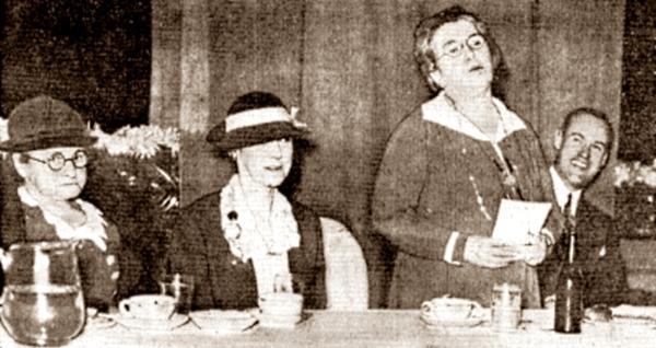 Emma Goldman durant la conferència al City Club de Rochester (17 de març de 1934)