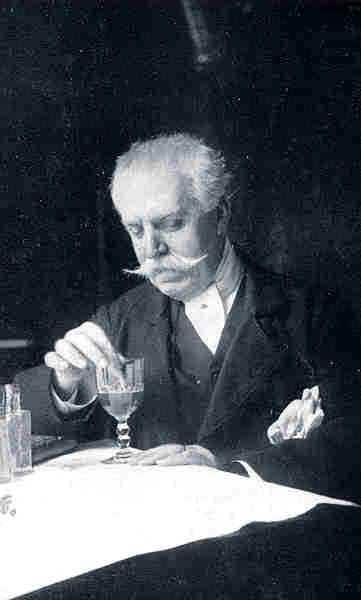 Manuel González Prada fent goma aràbica (1915)
