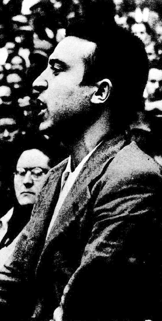 Pedro Herrera en el gran mitin de unidad sindical celebrado en la plaza Monumental de Barcelona el 25 de octubre de 1936. En segundo plano Federica Montseny.  Foto de Torrents