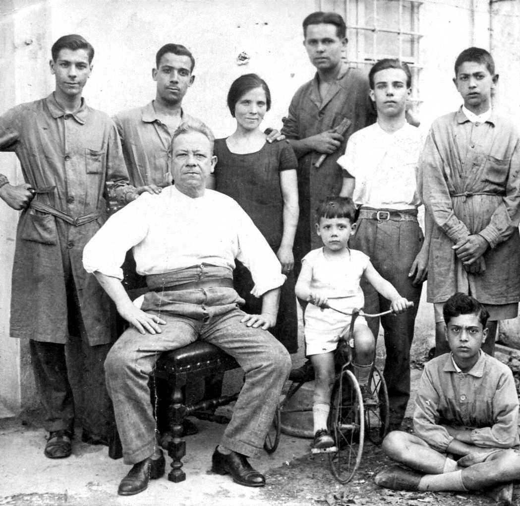 Sergio Iacoponi, primer per la dreta dels drets, amb altres companys [Archivio Biblioteca F. Serantini]